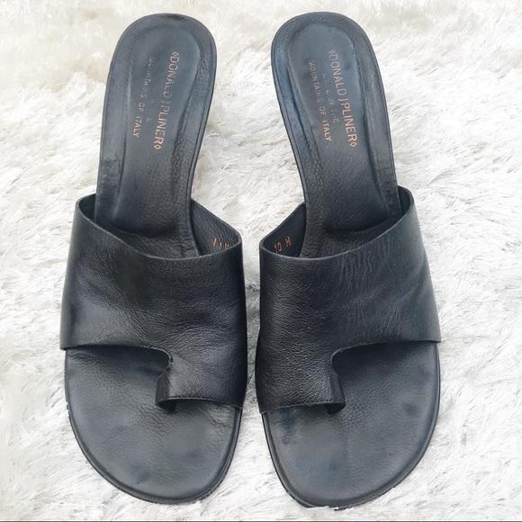 32e4212bed29cc Donald J. Pliner Shoes - DONALD J. PLINER Valore Black Leather Sandals